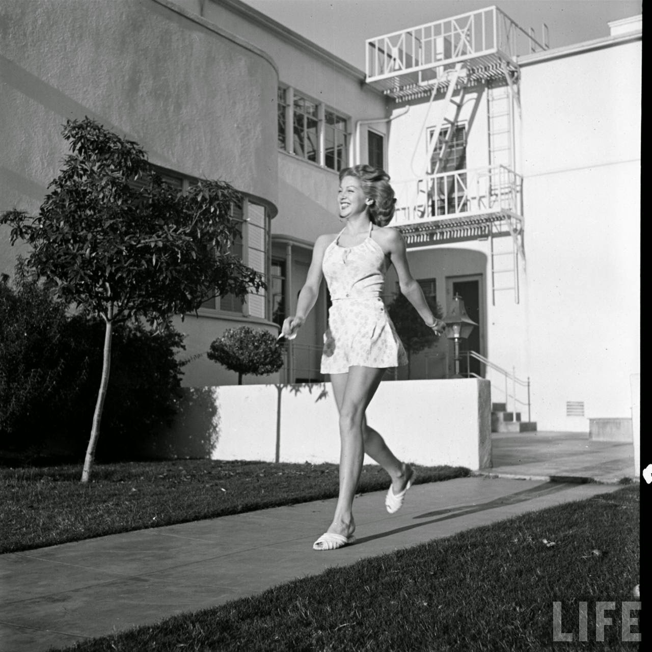 pictures of beautiful lana turner in hollywood  ca  1940