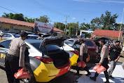 Polres Bone Salurkan Bansos pada Warga Kurang Mampu dalam Rangka HUT RI ke 75