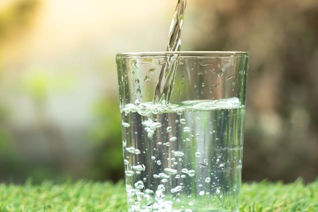 7 Manfaat Minum Air Putih Untuk Kesehatan
