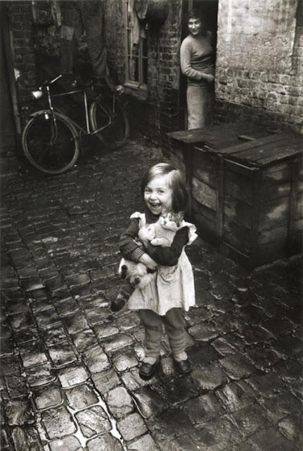 La fillette au chant, Roubaix 1958-59 © Jean-Philippe Charbonnier