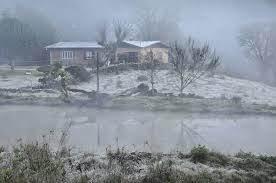 A foto mostra o gelo nos campo do Rio grande do Sul.