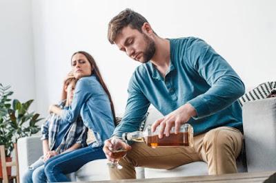 علاج الأب المدمن على الكحول لاستقرار عائلته