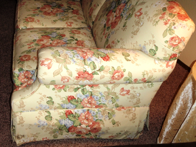 Unique Upon It Gig Harbor: For Sale: Bassett Floral Sofa