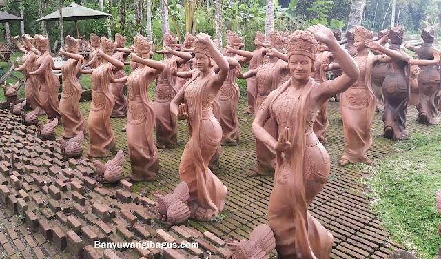 Seribu patung penari Gandrung di taman gandrung terakota