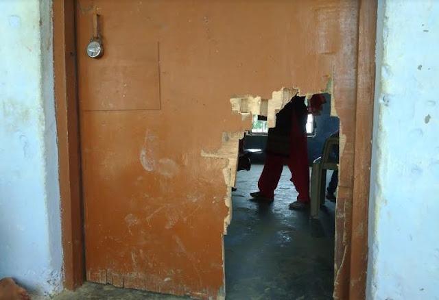 शिक्षा के मंदिर में अराजक तत्वों का तांडव, भवन में तोड़ फोड़ कर उठा ले गए अभिलेख - newsonfloor.com