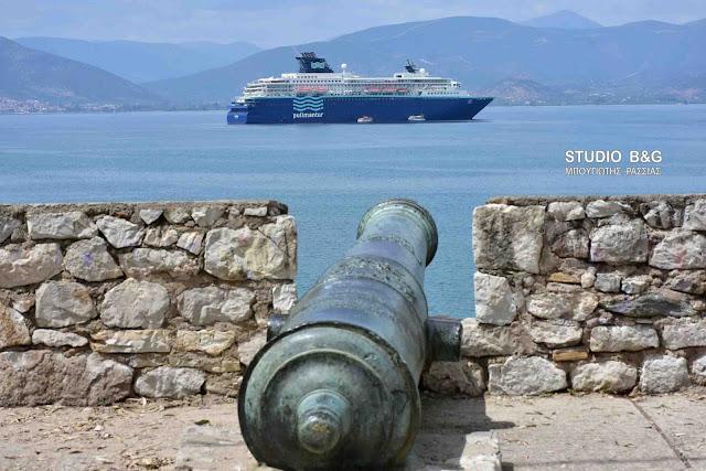 Το κρουαζιερόπλοιο HORIZON στο Ναύπλιο (βίντεο)