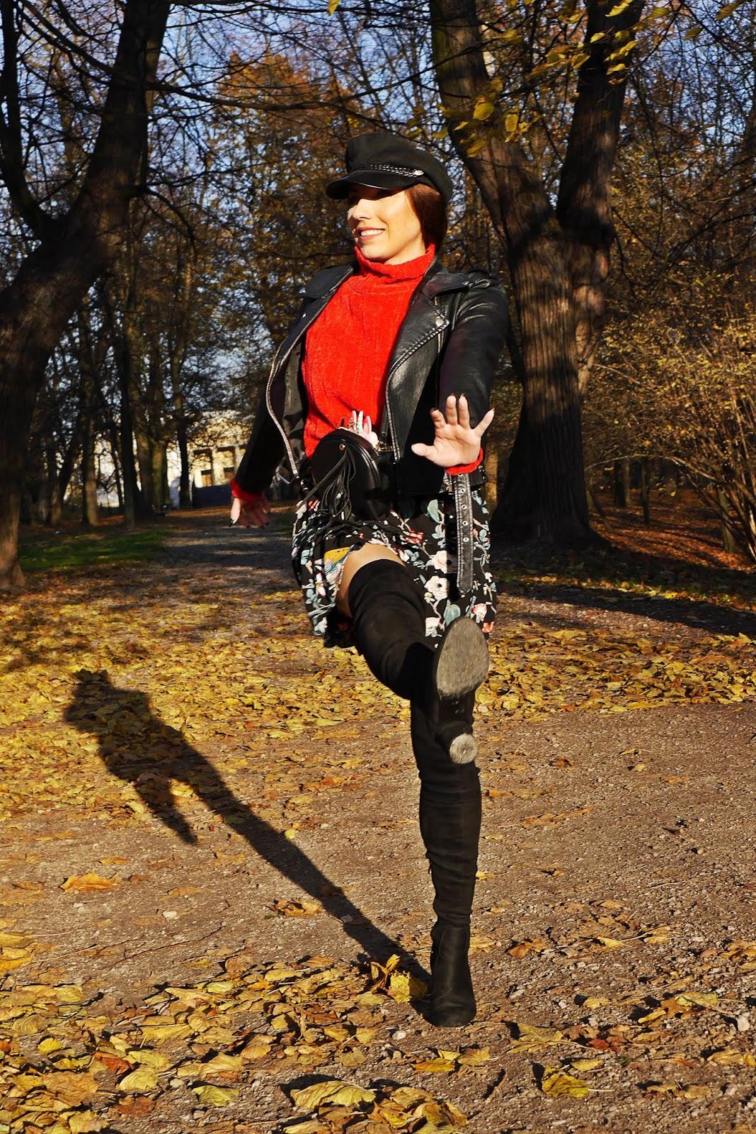 sukienka w kwiaty czerwony golf shein czarna ramoneska kozaki za kolano czarne renee sukienka w kwiaty bonprix bretonka karyn blg modowy blogerka modowa puławy jesienny zestaw stylizacja jesienna look