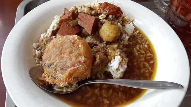 Rawon kenikmatan kuliner khas Jawa Timur