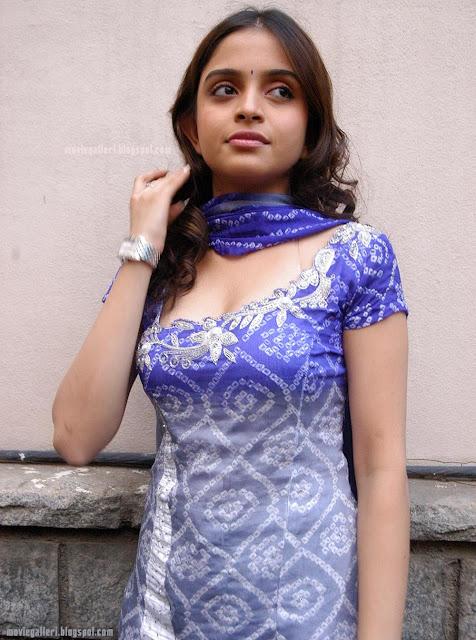 actress stills sheena shahabadi hot in salwar