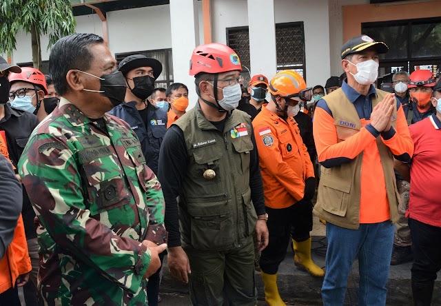 Pangdam III/Siliwangi Dampingi Kepala BNPB, Tinjau Bencana Longsor Cihanjuang,  Sumedang