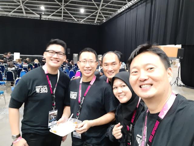 Pengalaman Menjadi Kru dalam Seminar Anthony Robbins  UPW (Unleash The Power Within) di Singapura