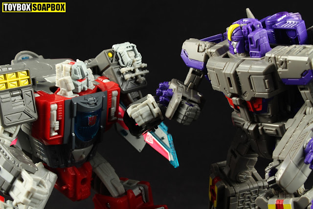 broadside vs astrotrain triple changers