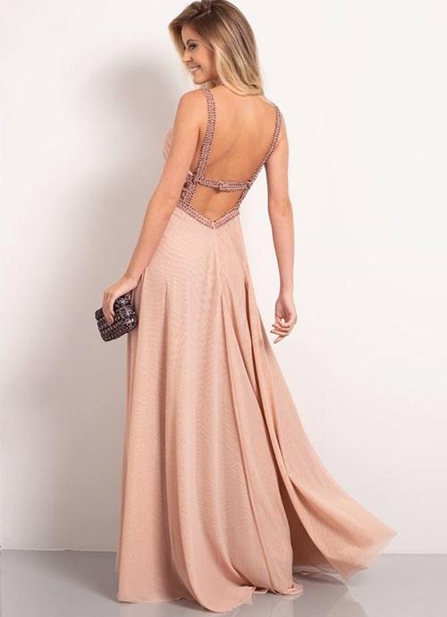 vestido rosa com saia fluida e decote nas costas