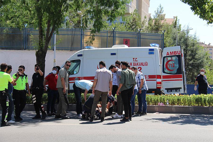 Diyarbakır'da trafik polisi kaza yaptı 1 yaralı