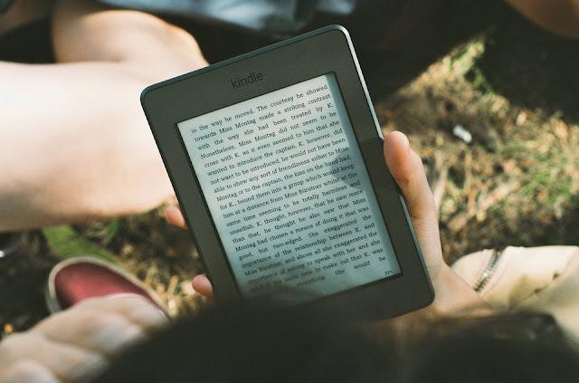 Image: Amazon Kindle ereader, by Free-Photos on Pixabay