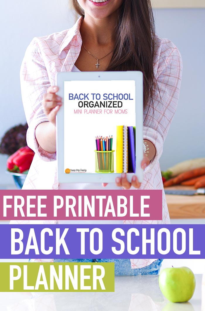 FREE printable Back to School planner for busy moms! Get ready for the school year with a free mini planner that fits Happy Planner and more. Learn how to get organized for the school year with this free printable planner! #planner #backtoschool #momlife #free