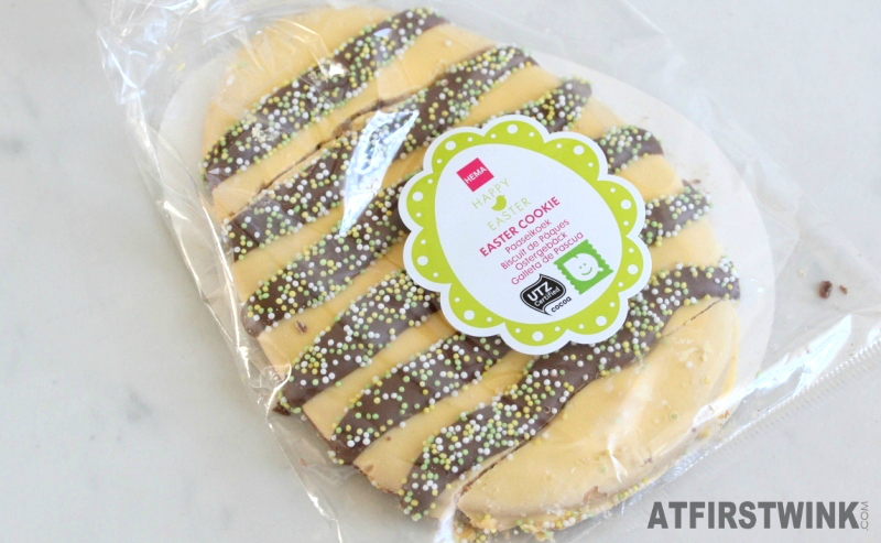 Paasei breekkoek 100 g €1.50 HEMA easter cookie yellow colored white chocolate multicolor sprinkles milk chocolate stripes