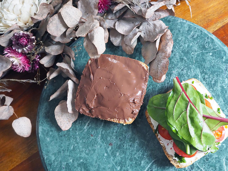 Veganes Frühstück mit Bionella und veganem Frischkäse
