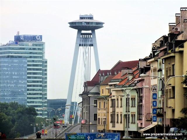 visitar el puente UFO en Bratislava