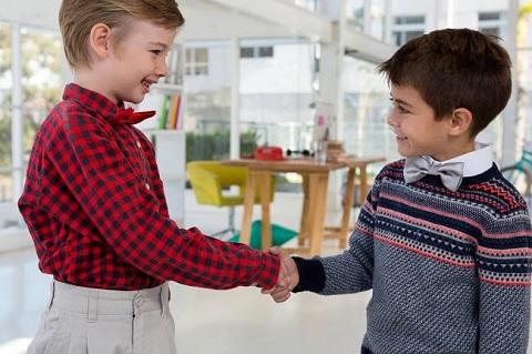 Cara Mengajarkan Anak Menghargai Teman