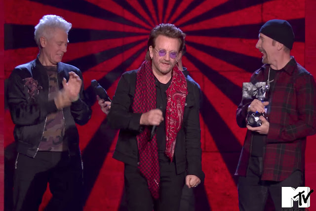 U2 recoge el galardón de los Premios de la Música Europea de MTV 2017
