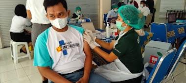 Persiapan Belajar Tatap Muka, Siswa-siswi SMK TI Bali Global Badung Ikuti Vaksinasi Tahap Pertama