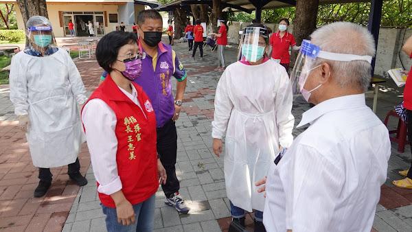 防堵長照疫情破口 宏仁醫院為300名居服員接種疫苗