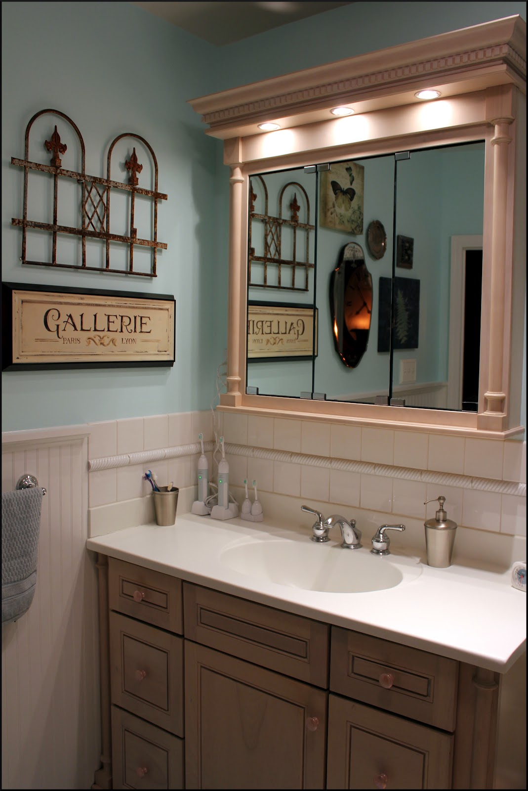 French Inspired Bathroom Blue And Green: Bleu Hydrangea: French-Inspired Bathroom Re-do