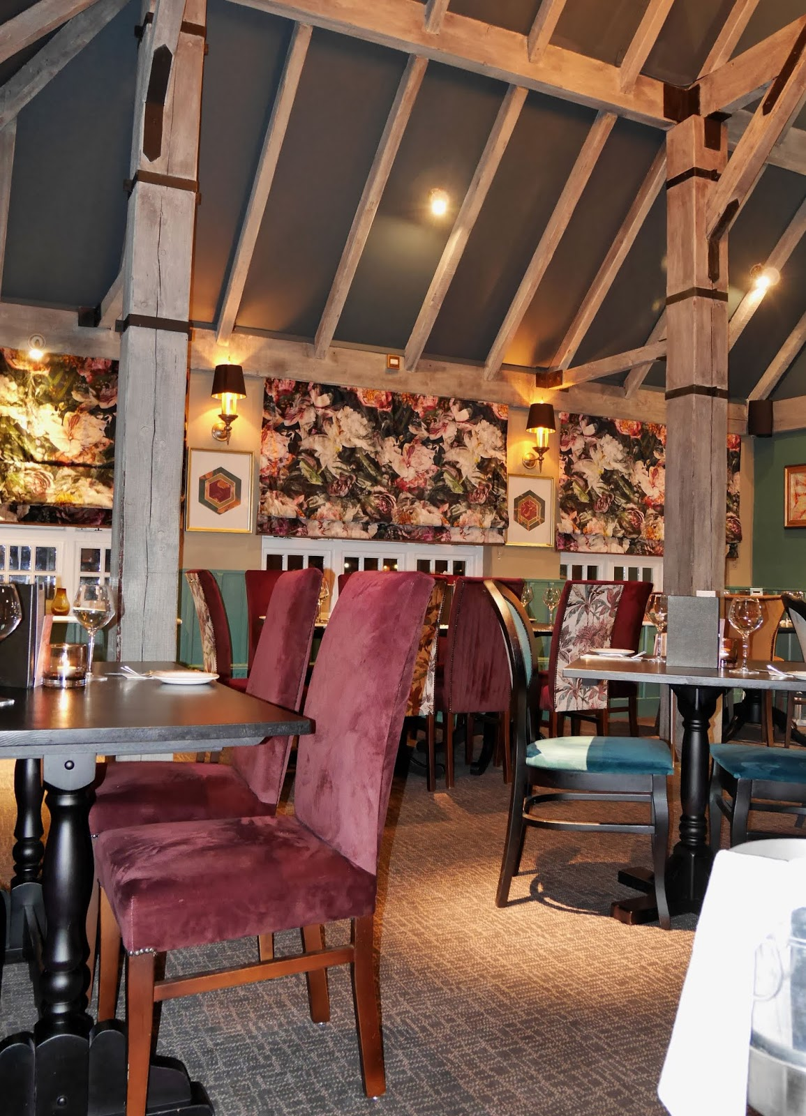 Floral decor at The Horseshoes in East Farleigh, Kent