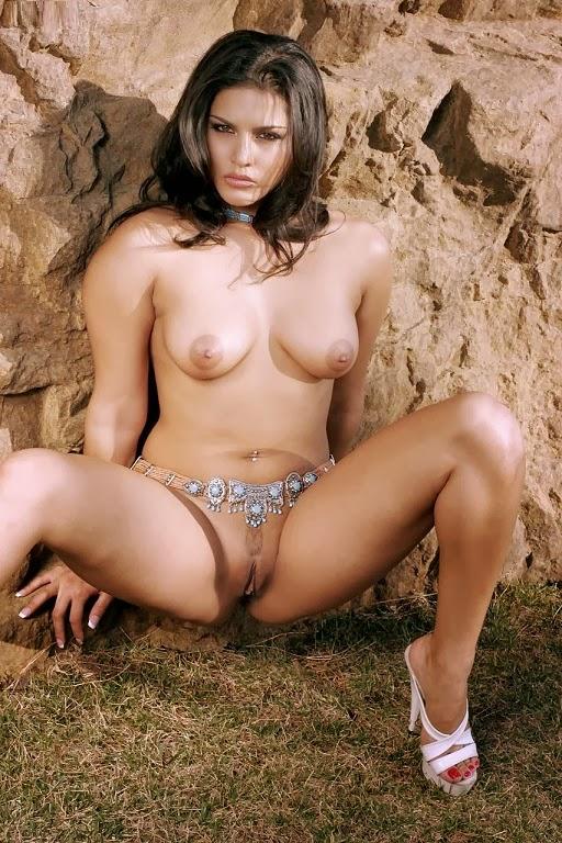 Sunny Leone Posing Nude