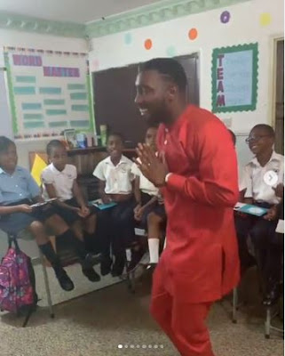 Timi Dakolo Dances And Sings With His Children In School To Celebrate Father's Day