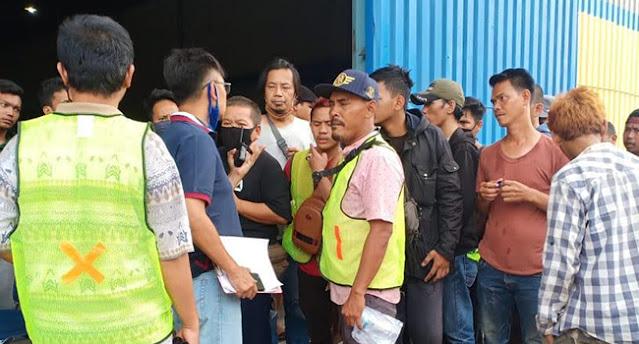 Jasanya Tidak Lagi Dipakai, Ratusan Buruh Angkut Demo Gudang Bulog Kelapa Gading