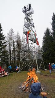 Um 11 Uhr fanden sich die ersten Besucher ein. Wärmefeuer.