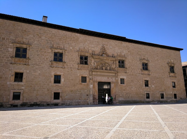 Portada del Palacio de Avellaneda en Peñaranda de Duero