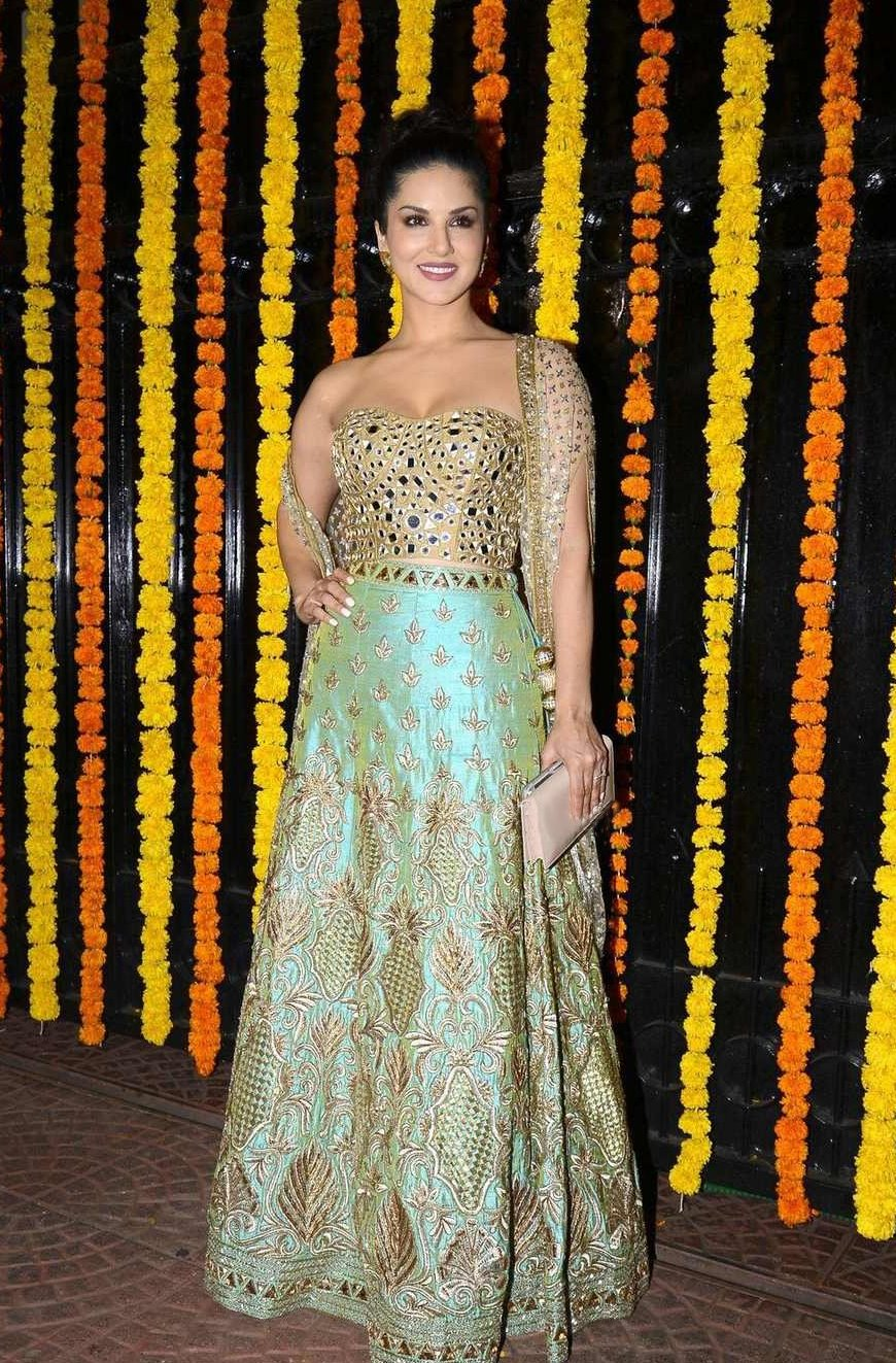 Bollywood Actress Sizzling In Green Dress Sunny Leone