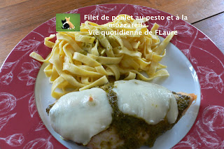 Vie quotidienne de FLaure: Filet de poulet au pesto et à la mozzarella