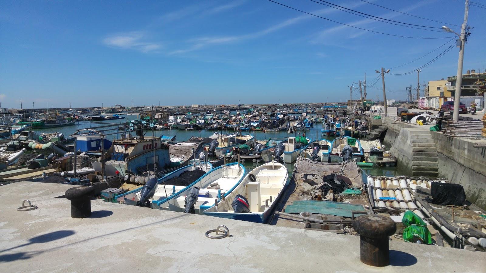 雲林口湖-高人氣的《通海海產店》在台子村漁港旁