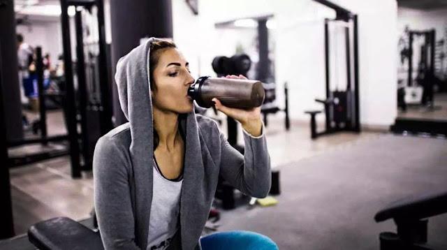 بودرة البروتين للنساء الطريقة الصحيحة لشرب البروتين تناول البروتين بدون رياضة اضرار بودرة البروتين طريقه استخدام البروتين للمبتدئين فوائد البروتين البودرة للجسم انواع مساحيق البروتين خلط البروتين مع الحليب