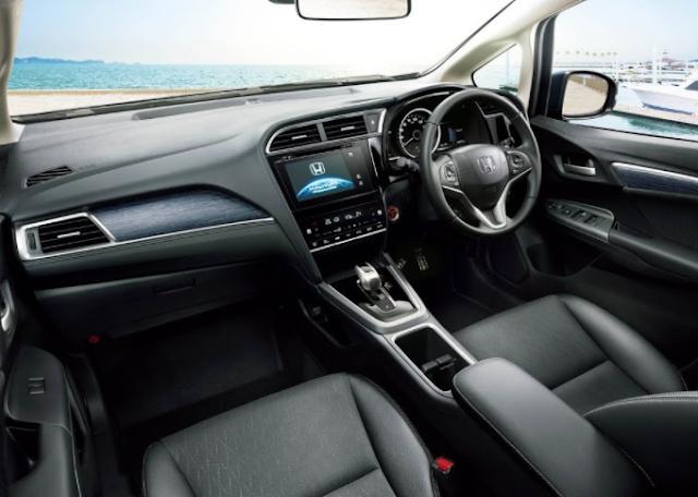 Honda Shuttle Hybrid Interior