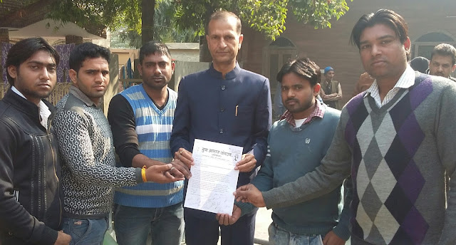 Yuva Aagaj handed over memorandum to legislator Nandendra Bhadana and District Council Chairman Vinod Chaudhary