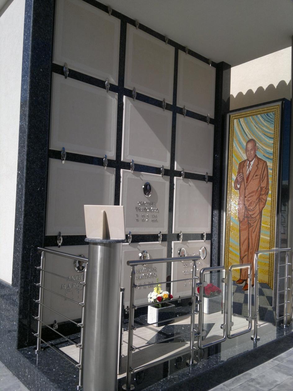 Mosaici e vetrate artistiche sacre arredamenti interni for Porte in vetro per cappelle cimiteriali