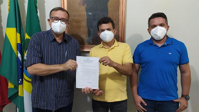 Prefeito Juninho Alves nomeia Paulo Brasil novo secretário de Saúde em Caraúbas
