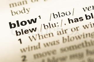 مصطلحات الفعل Blow في اللغة الإنجليزية