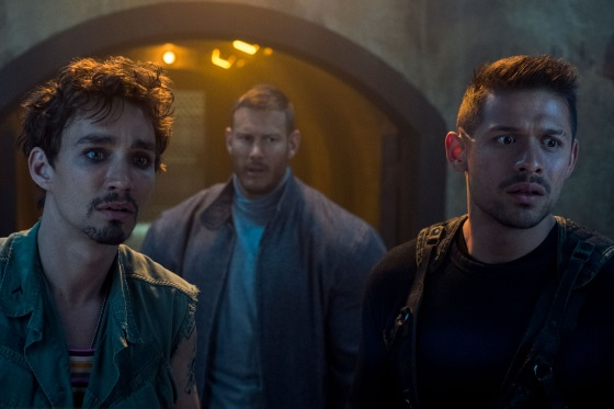 David Castañeda, Robert Sheehan, Tom Hopper - Copyright Christos Kalohoridis/Netflix