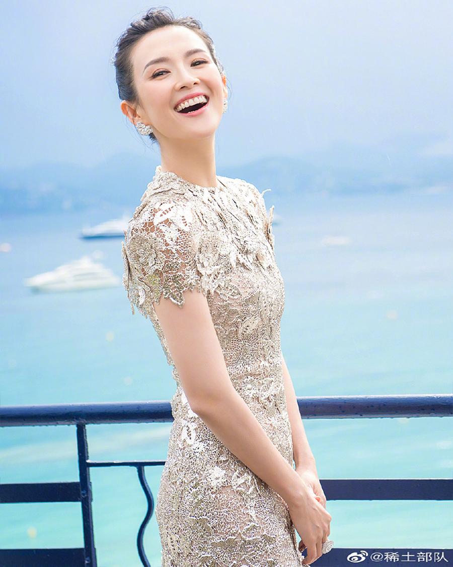 Zhang Ziyi manis artis seksi dada datar