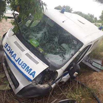حفوز عين زانة : اصطدام سيارة اسعاف بشجرة