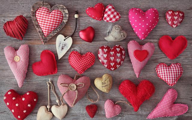 Liefde hartjes op een houten plank