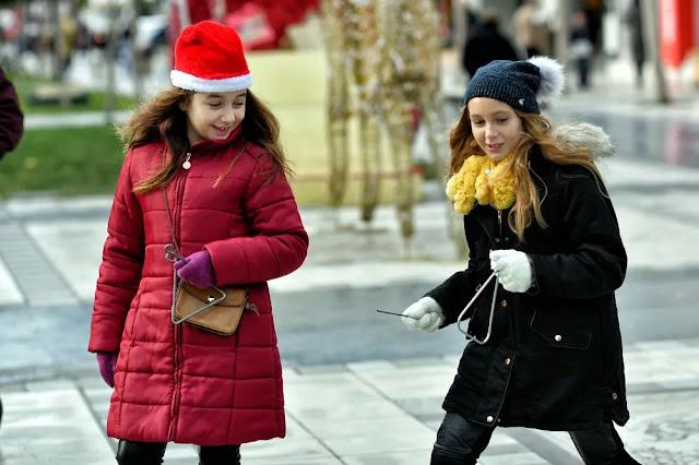 Χωρίς κάλαντα και με περιορισμένα ρεβεγιόν τα φετινά Χριστούγεννα - Ισχύουν όλα τα μέτρα, θα ενταθούν οι έλεγχοι (βίντεο)