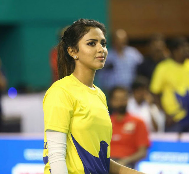 cbl amala paul hot pics in badminton dress