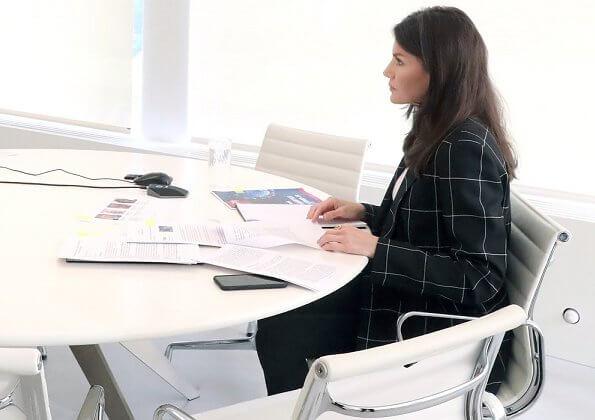 Queen Letizia wore Hugo Boss Ajanisa windowpane jacket, blazer, and Hugo Boss Exina sleeveless silk top